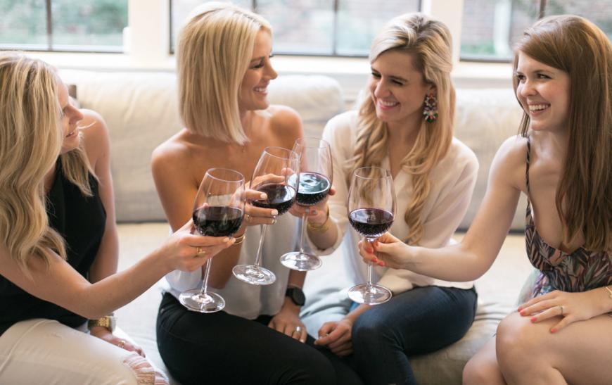 Девушки и вино